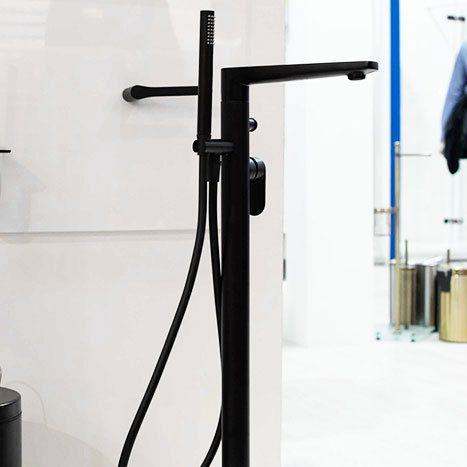 Смеситель WasserKRAFT Elbe для ванны, напольный черный