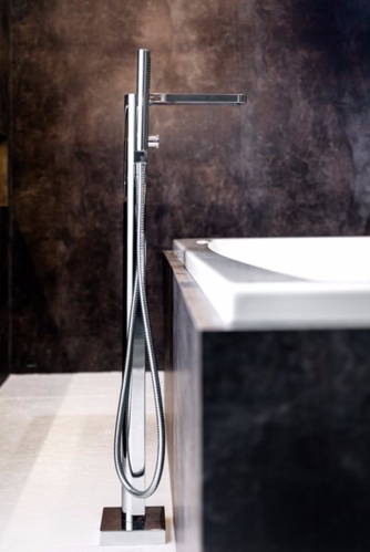 Смеситель для ванны напольный RAVAK